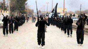Soldati dell'IS tengono le armi come i Lego